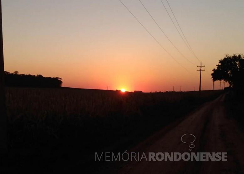 Por do sol no interior de Marechal Cândido Rondon, em foto feita na Linha Concórdia, em 06.07.2021. Imagem e crédito: Roselene Zimmermann Laske - FOTO 22 -