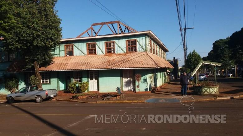 Começo dos desmache do Hotel Avenida, na cidade de Marechal Cândido Rondon, em começo de julho de 2021. Imagem: Acervo e crédito de Elson Antonio Gehlen - FOTO 11 -