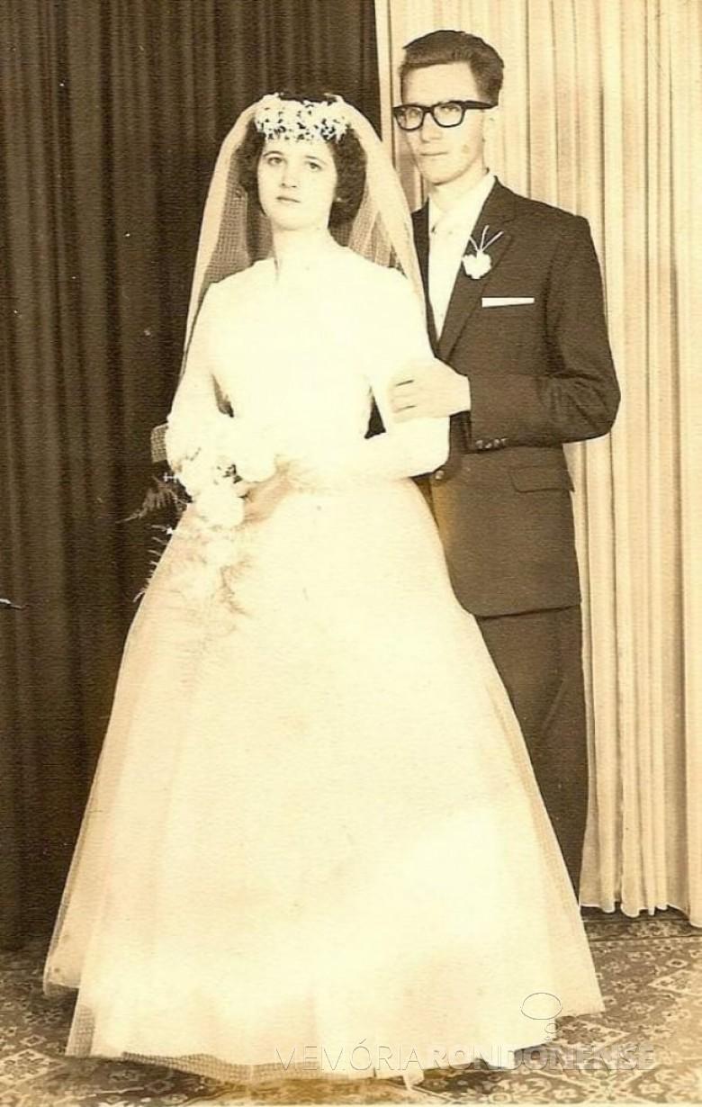Casal pioniro rondonense Ely e Leo Hickmann que casaram em julho de 1962, em Venâncio Aires (RS).  Imagem: Acervo Angela Hickmann - FOTO 5 -