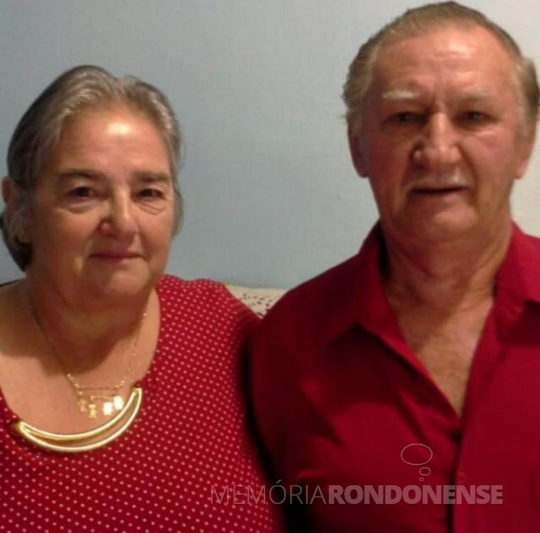 Casal Maria (nascida Borelli) e Azelindo Langer que comemorou bodas de ouro, em setembro de 2021. Imagem: Acervo Denise Langer - FOTO 7 -