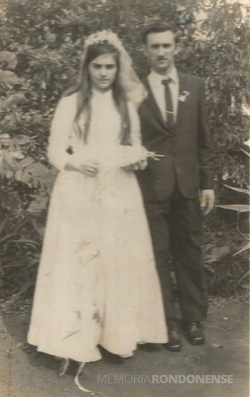 Noivos Maria Borelli e Azelindo Langer que se casaram em setembro de 1971. Imagem: Acervo Denise Langer - FOTO 5 --