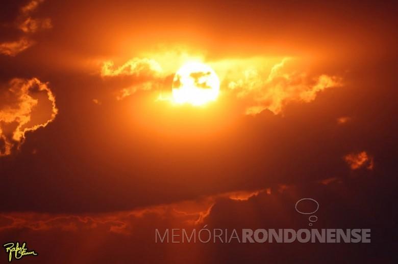 Outro momento do por do sol no município de Marechal Cândido Rondon em 04 de setembro de 2021. Foto feita desde a Linha Arara pelo fotógrafo rondonense Rafael Orlando Sturm - FOTO 23 -