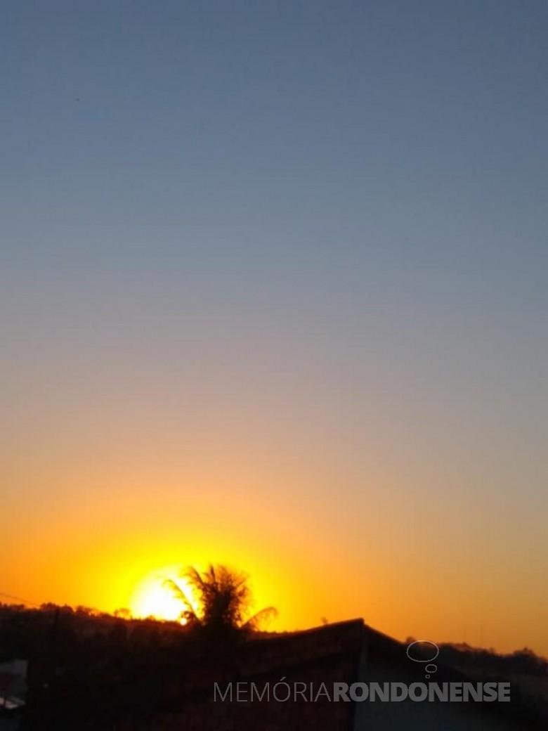 Por do sol na cidade de Marechal Cândido Rondon, em 01 de setembro de 2021. Imagem: Acervo e crédito da pioneira rondonense Ilda Bet - FOTO 14 -