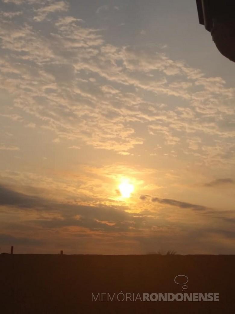 Por do sol na cidade de Marechal Cândido Rondon, em 14 de setembro de 2021. Imagem: Acervo e crédito da pioneira rondonense Ilda Bet - FOTO 20 -
