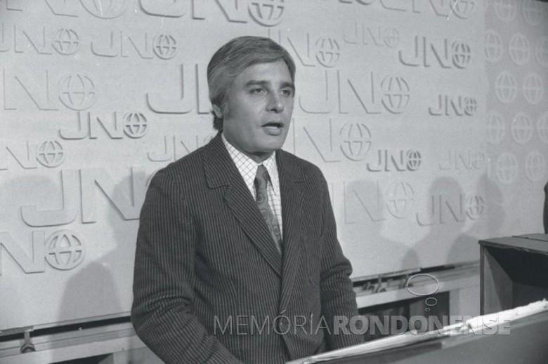 Comunicador Cid Moreira na apresentação do 1º Jornal Nacional, em setembro de 1969. Imagem: Acervo Zero Hora (Porto Alegre) - FOTO 3 -