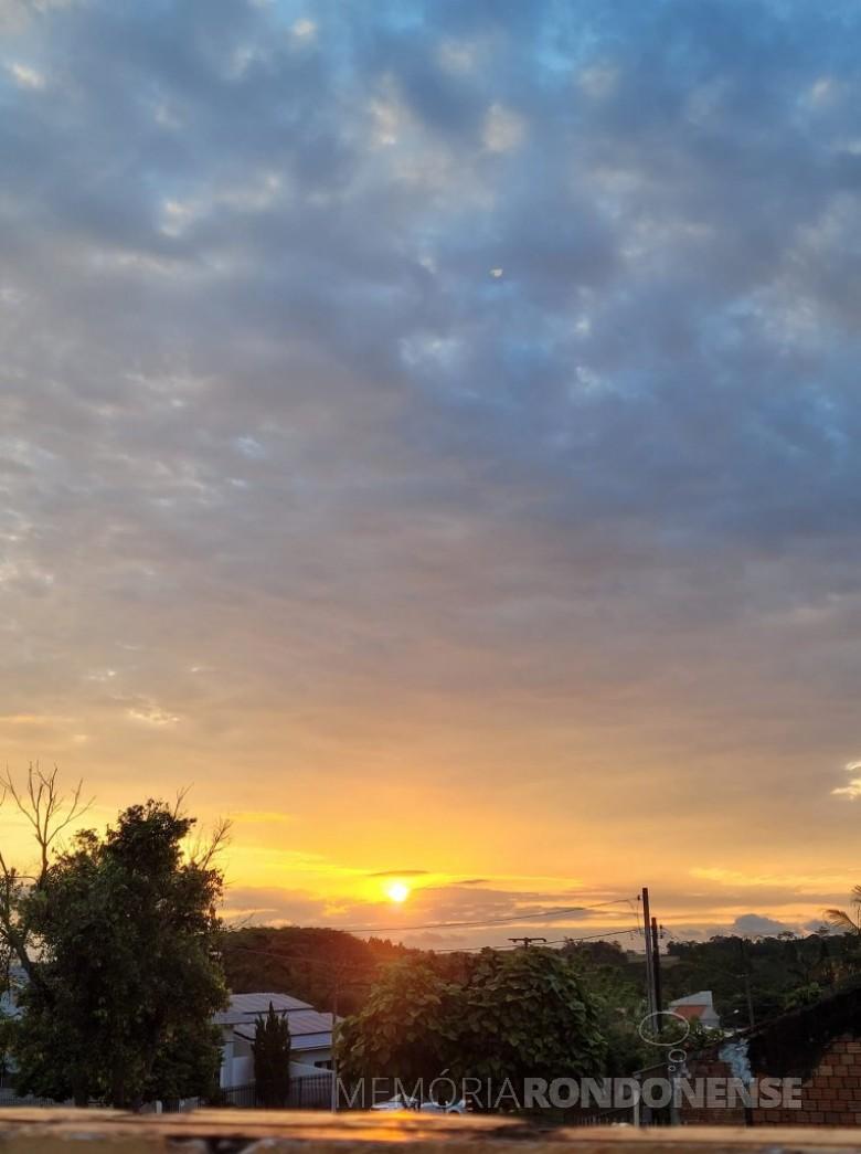 Entardecer na cidade de Marechal Cândido Rondon, em 16 de outubro de 2021. Imagem: Acervo e crédito da pioneira rondonense Ilda Bet - FOTO 21 -