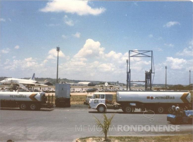 Aviões Concorde da comitiva do presidente francês  François Mitterand no aeroporto de Recife, para reabastecimento. Imagem: Acervo  Túlio Conceiro - FOTO 9 -