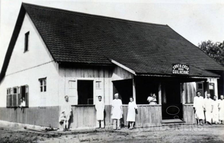 Hospital São Rafael, depois Santa Casa Monsenhor Guilherme, na cidade de Foz do Iguaçu,  instalado em  outubro de 1921. Imagem: Acervo : Acervo Rita Araújo/ Facebook (Foz do Iguaçu) - FOTO  2  -