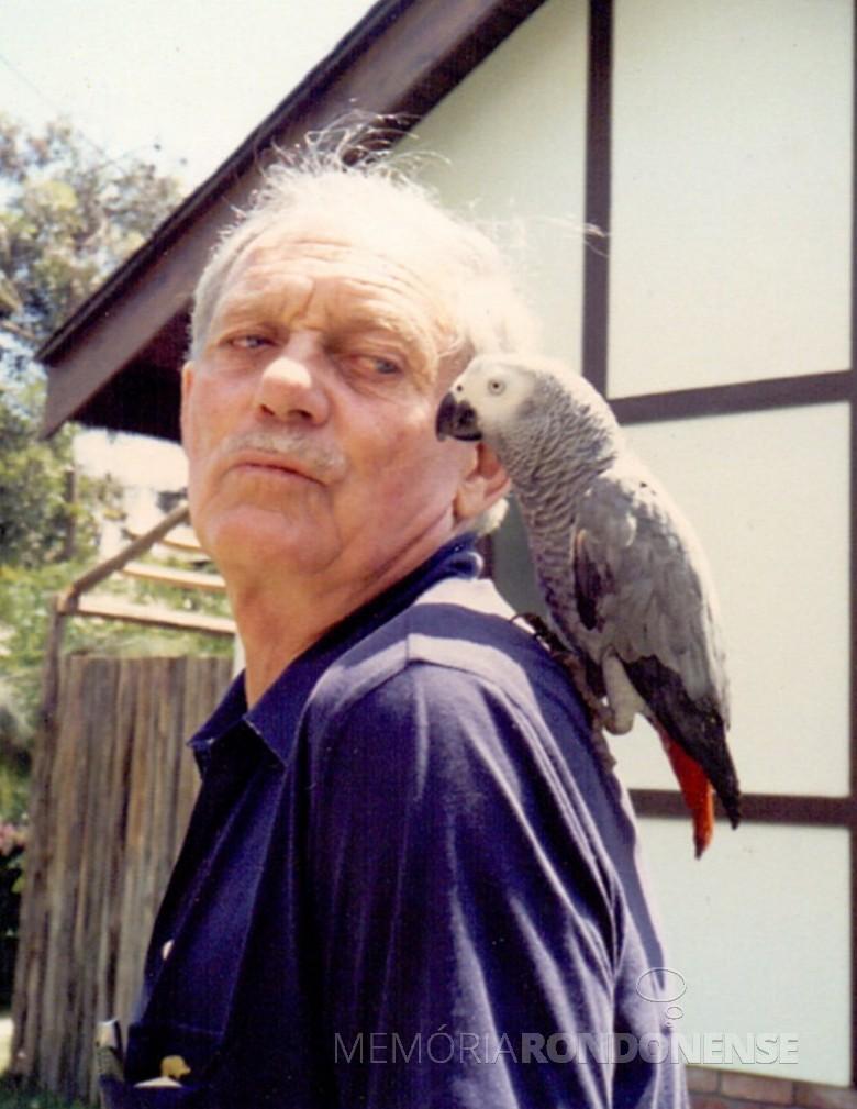 Dennis Croukamp, co-fundador do Parque das Aves, falecido no ano seguinte à abertura do espaço ambiental. Imagem: Acervo Marcos Kidrick Iwamoto/ Facebook - FOTO 13 -