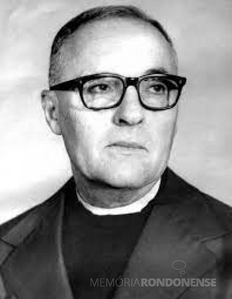 Padre Luiz Luise, fundador da Cooperativa Agroindustrial Consolata (Copaccol), em outubro de 1963. Imagem: Acervo da Copacol - FOTO 2 -