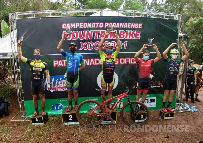 Rondonense Andrei Kuntz no pódio com 4º colocado na segunda etapa do Campeonato Paranaense de Mountain Bike, na modalidade Cross-Country (XCO), em outubro de 2021. Imagem: Acervo ARC - FOTO 21 -