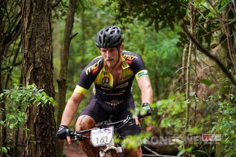Ciclista rondonense Andrei Kunzt, 4º colocado na segunda etapa do Campeonato Paranaense de Mountain Bike, na modalidade Cross-Country (XCO), na cidade de Toledo, em outubro de 2021. Imagem: Acervo ARC - FOTO 20 -