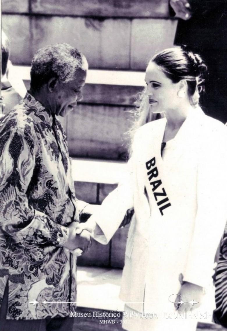 Elessandra Dartora recebida pelo presidente da África do Sul, Nelson  Mandela, na cidade de Sun City.  Imagem: Acervo Museu Histórico Willy Barth, de Toledo (PR). -FOTO 7 -