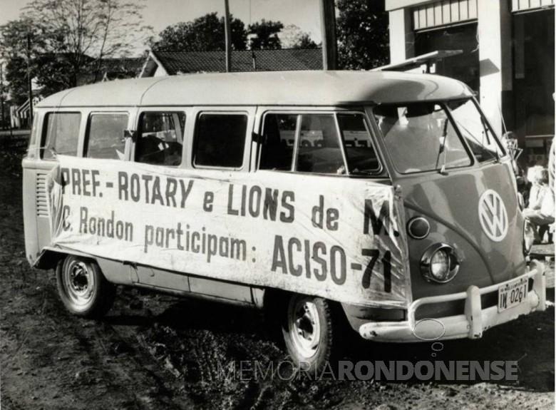 Rotary e Lions Clubes de Marechal Cândido Rondon participando do ACISO 71.  Imagem: Acervo Fundo Fotográfico de Marechal Cândido Rondon - FOTO 9 -
