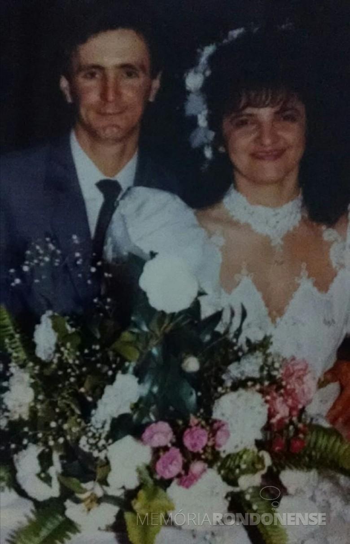 Casal Vicente Casarotto e Lizabete Machado de Souza que se casaram em julho de 1990.  Imagem: Acervo do casal - FOTO 9 -