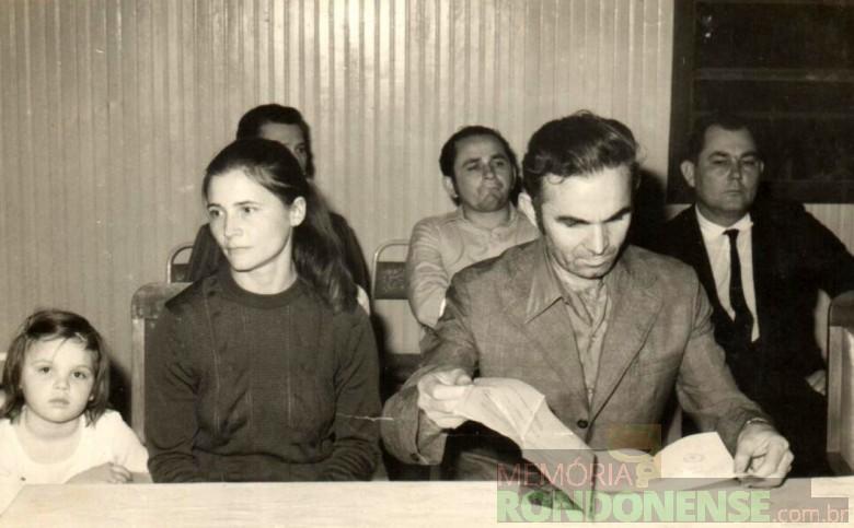 Almiro Bauermann , esposa Selmira e a filha ... no dia de sua posse como segundo prefeito nomeado da cidade de Marechal Cândido Rondon.  Imagem: Acervo Almiro e Selmira Bauermann