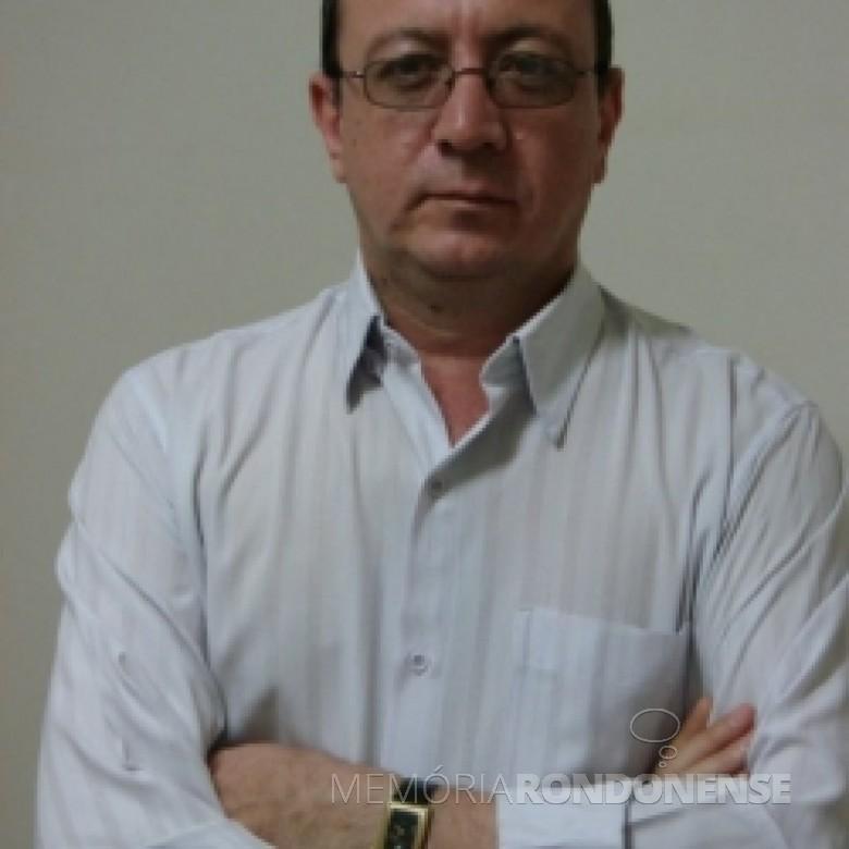 Radialista Paulo Nogueira que começou suas atividades profissionais na Rádio Educadora Marechal, em começo de agosto de 1986.  Imagem: Acervo pessoal - FOTO 2 -