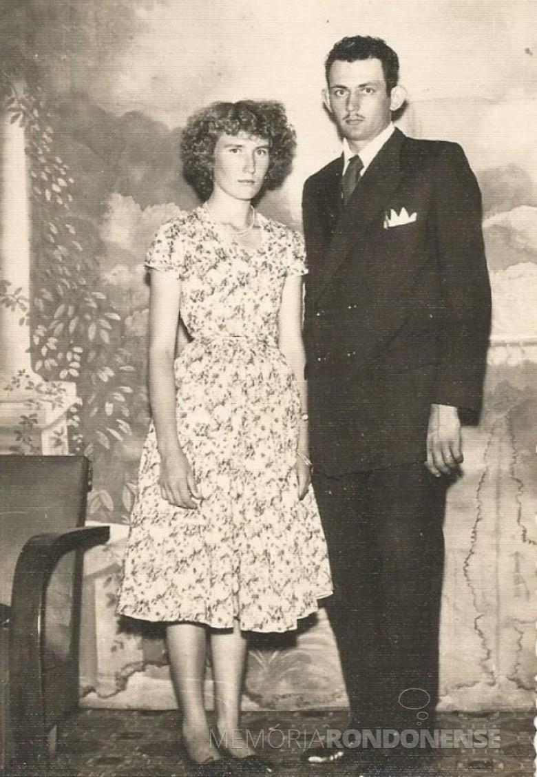 Elma Kurtz e Lindolfo Koch meses depois de seu casamento na vila de Iguiporã.  Imagem: Acervo do casal - FOTO 4 -