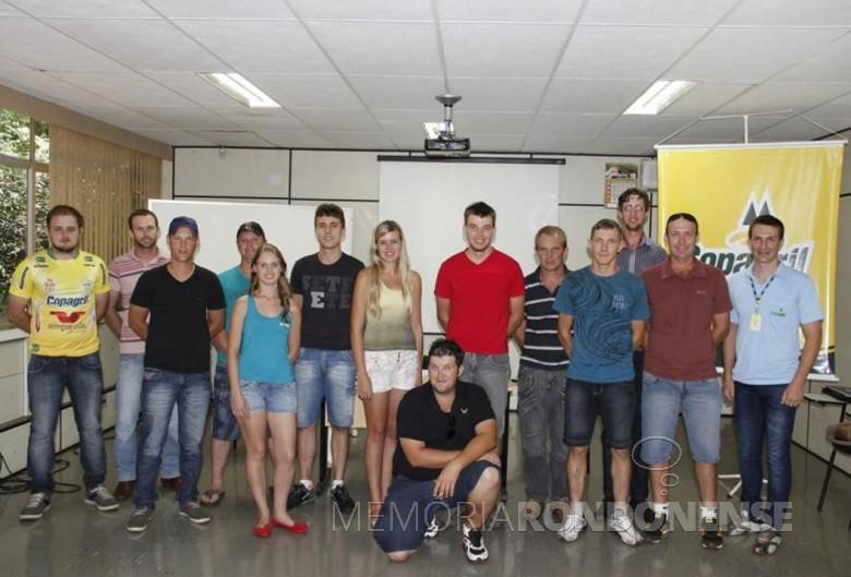 A nova diretoria da Associação dos Comitês de Jovens  da  Copagril – ACJC - no momento de sua posse.  Imagem: Imprensa Copagril  - FOTO 4 -