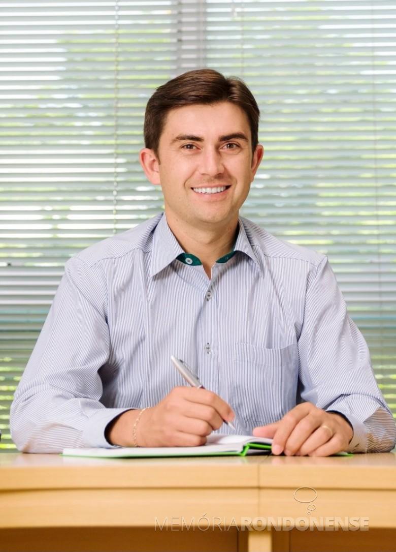 Fernando Barros Fenner que assumiu como diretor-executivo da Sicredi Aliança PR/SP, em maio de 2013.  Imagem: Acervo pessoal - FOTO 4 -