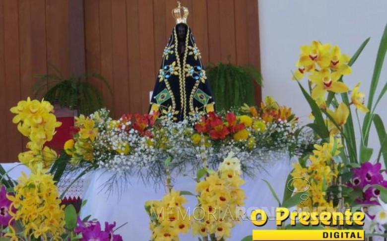 Imagem de Nossa Senhora Aparecida em veneração na Matriz Católica Sagrado Coração de Jesus.  Acervo: O Presidente Digital - FOTO 11 -