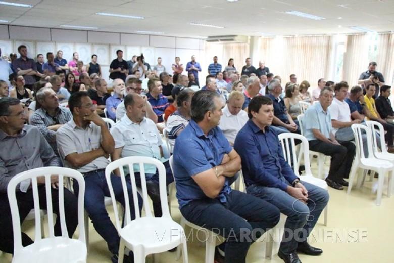 Público presente na assinatura da ordem de serviço para a implantação da 3ª pista.  Imagem: Acervo Imprensa PM-MCR - FOTO 10 -