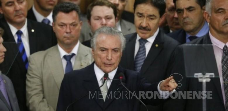 Vice-presidente Michel Temer discursando durante a posse como presidente interino do Brasil. Imagem: Acervo Folha Press Crédito: Pedro Ladeira - FOTO 8 –