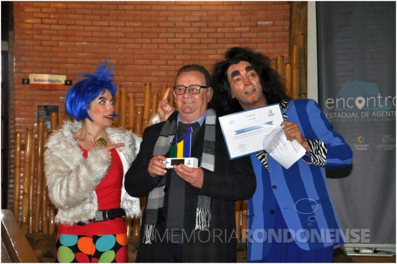 Otto Luiz Haab, agente de crédito em Marechal Cândido Rondon, recebendo o Prêmio Fomento Paraná - SEBRAE-PR de Micro-Crédito, de 1º lugar na categoria