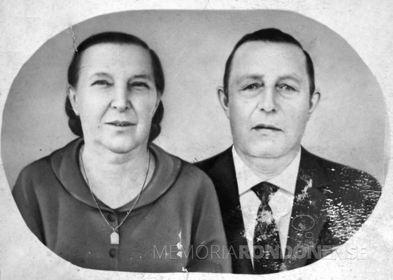 Casal pioneiro Henrique e Alma (Hetzel) Wayhs que comemorou bodas de ouro, em novembro de 1970.  Imagem: Acervo Marli Wayhs Lemke - FOTO 2 -