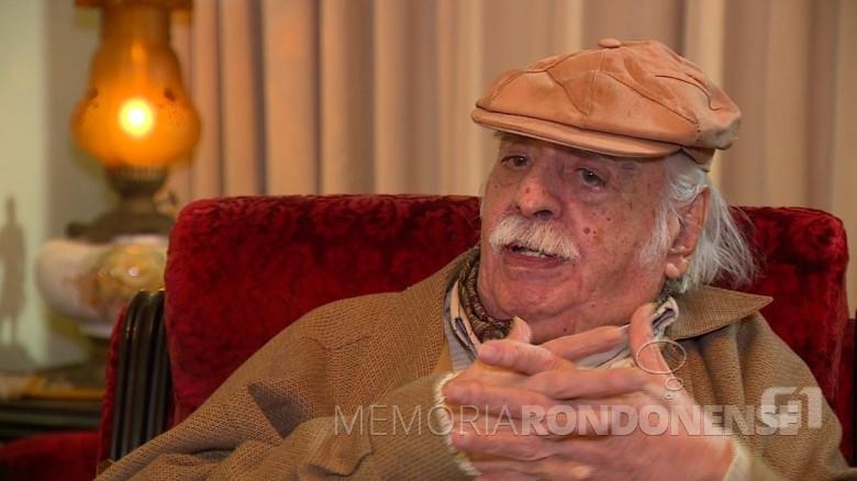 João Carlos D'Avila Paixão Côrtes, fundador do movimento tradicionalista gaúcho, falecido em final de Agosto de 2018. Imagem: Acervo RBS/TV - Crédito: Rafael Nemitz - FOTO 7 -