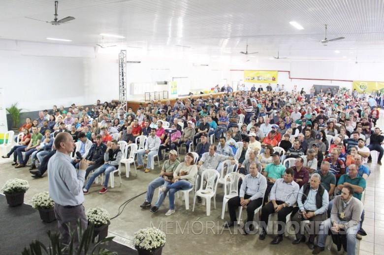 Ricardo Silvio Chapla, diretor-presidente da Copagril, procedendo a abertura do Seminário Anual de Produtores de Suínos 2018.  Imagem: Acervo Imprensa Copagril - Crédito: Carina Walker Ribeiro - FOTO 13 -