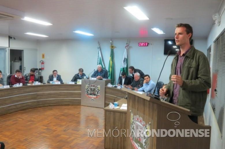 Elias Abraão Glassmann fazendo apresentação da programação do Dia Mundial da Limpeza 2018, na Câmara Municipal de Marechal Cândido Rondon. Imagem: Imprensa - CM-MCR - Crédito Cristiano Marlon Viteck - FOTO 12-