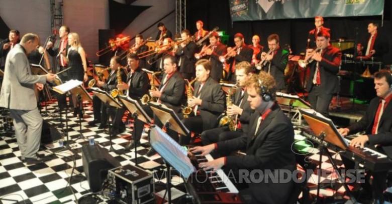 Orquestra de Teutônia que se apresentou em Marechal Cândido Rondon, em dezembro de 2014.  Imagem: www.mcr.pr.gov.br/noticias/3210 - FOTO 6 -