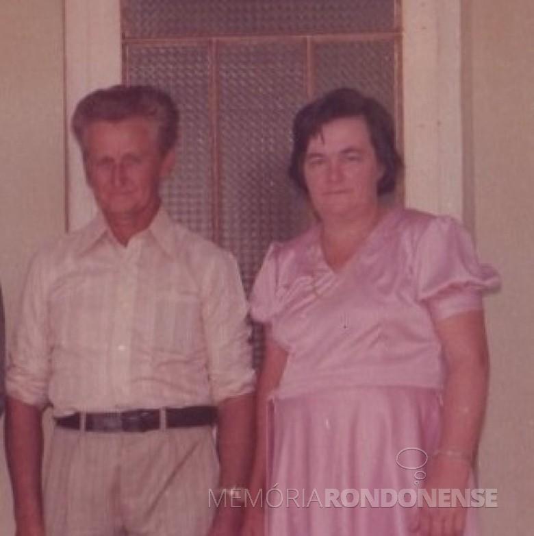 Pioneiro Carlos Fietz com a esposa Aury (nascida Altmann), falecido em julho de 1993.  Imagem: Acervo de Clarice Beatriz Schacht Fitez - FOTO 1 -