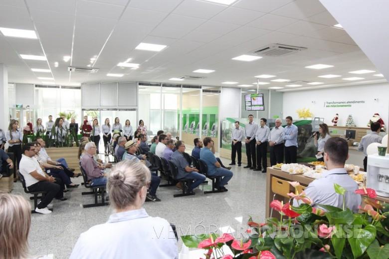 Vista interna da agência D. João VI, após a revitalização.  Imagem: Imprensa Sicredi Aliança PR/SP - FOTO 7 -