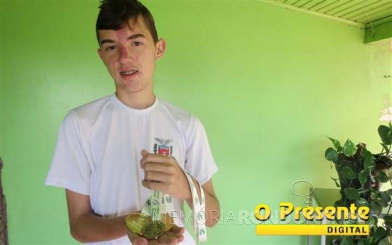 Vitor Anderle vencedor de duas medalhas de ouro na fase final dos Jogos Escolares do Paraná (JEPS).  Imagem: Acervo O Presente Digital - FOTO 2 -