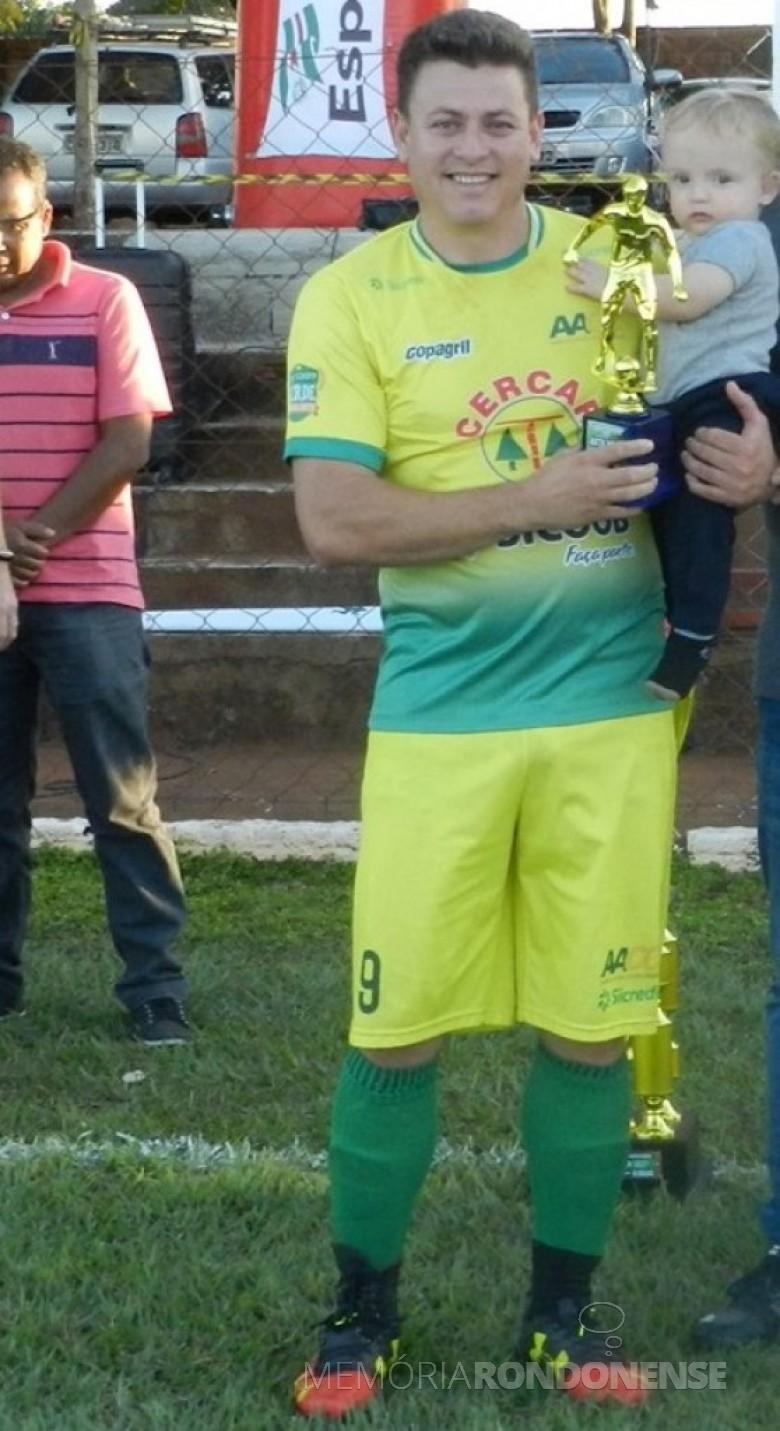 Leandro Ferreira (Tufão) artilheiro do Campeonato Municipal de Futebol Amador de Marechal Cândido Rondon 2019 divisão Ouro.  Imagem: Acervo Olha na Bola - Crédito: Gustavo Cunha - FOTO 9 -