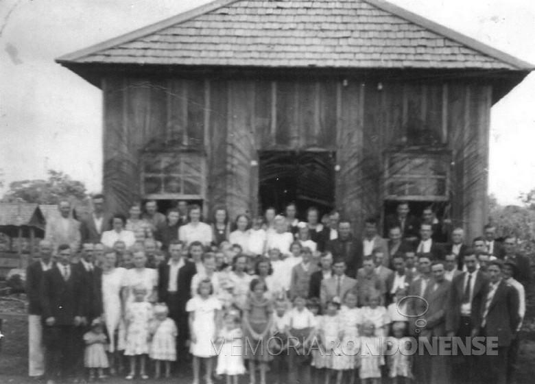 Inauguração da primeira escola primária na então Vila de General, em 1951.  Imagem: Acervo Venilda Saatkamp - FOTO 1 -