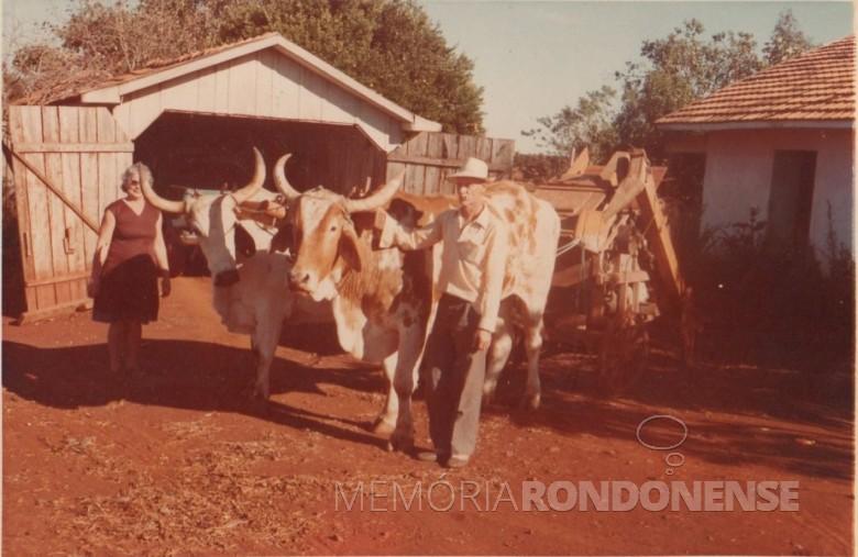 Casal Rene Assela e Seni Edemar Schacht, pioneiro do distrito de São Roque, ele falecido em 27 de fevereiro de 1992 e ela em 06 de fevereiro de 1997.  Imagem: Acervo Clarice Beatriz Schacht Fietz - FOTO 5 -