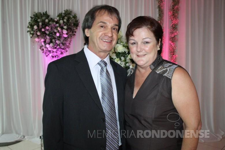 Casal Ingrun Seyboth (Guni), Luiz Carlos Lirio (Grilo) que casaram em 28 de maio de 1977.  Imagem: Acervo do casal  - FOTO 3 -