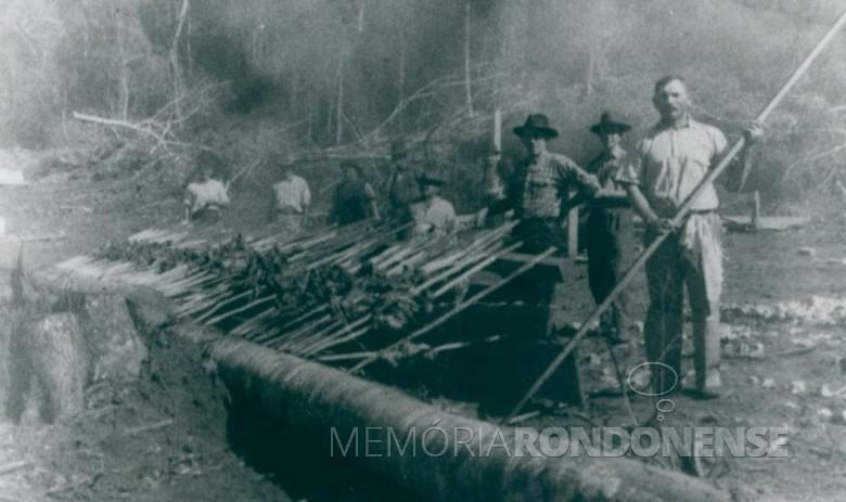Primeira churrascada na então localidade de Maripá, em 1953  Provavelmente, foi para comemorar a fundação da vila.  Imagem: Acervo da prefeitura. - FOTO 5 -