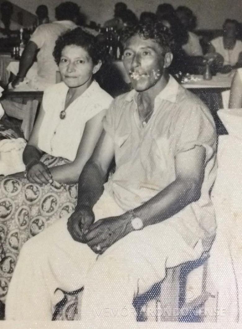 Rondonense Conceição (nascida Sobreira) Vasques com o esposo Miguel Arcanjo Vasques. Ela faleceu em janeiro de 1982. Imagem: Acervo Isa Schneider - FOTO 3 -