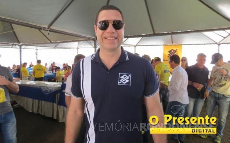 Atleta olímpico Marcelo Negrão na estande do Banco do Brasil no Parque de Exposições Álvaro Dias, durante a ExpoRondon 2017. Imagem: Acervo |O Presente Digital - FOTO 8 -
