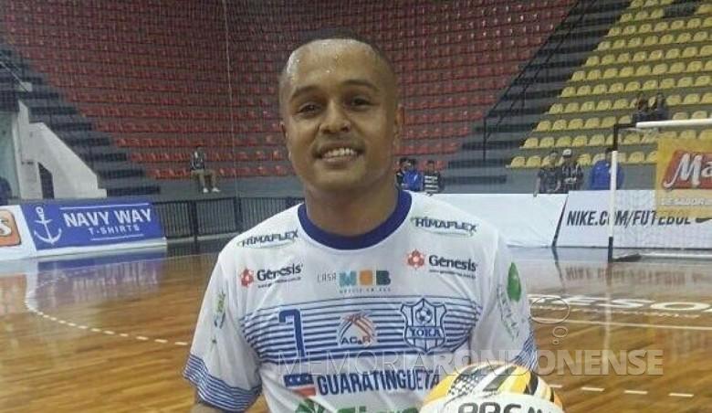 Atleta Caio Barros contratado pela Copagril Futsal, em junho de 2017.  Imagem: Acervo LNF - FOTO 6 -