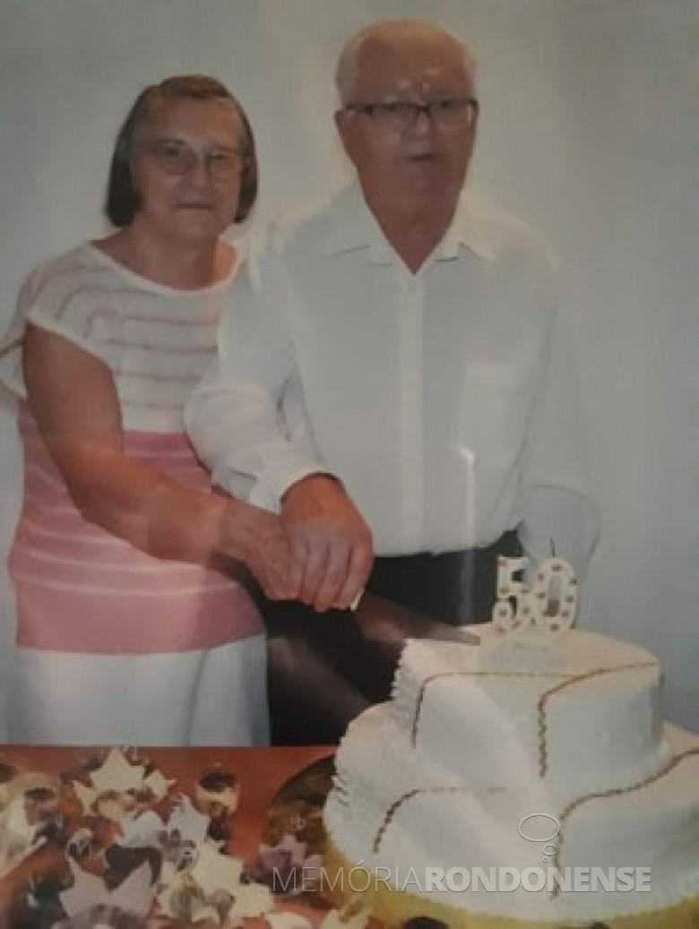 Casal pioneiro rondonense Erica e Carlos Graff na comemoração das Bodas de Ouro, em fevereiro de 2013.  Imagem: Acervo da família - FOTO 3 -