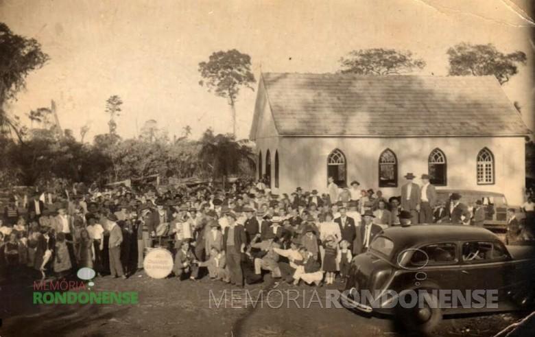 Inauguração festiva do primeiro templo da Comunidade Cristo, em Marechal Cândido Rondon.  Imagem: Acervo Sônia Vorpagel Tischer - FOTO 2 -