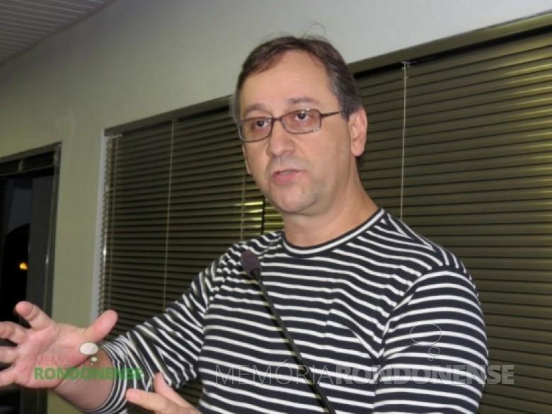 O comunicador João Marcos Gomes, que retornou ao quadro de funcionários da Rádio Difusora do Paraná, em 15 de maio de 1986. Imagem: Acervo O Presente - FOTO 3 -
