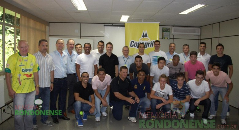 Diretoria, comissão técnica e atletas da equipe Copagril de Futsal 2013. Imagem: Acervo Imprensa Copagril