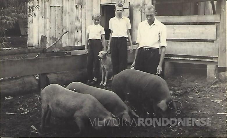 Otto Kaiser com os filhos Waldemar e Elemar, da esquerda à direita.  Imagem: Acervo Waldemar Kaiser - FOTO 3 –