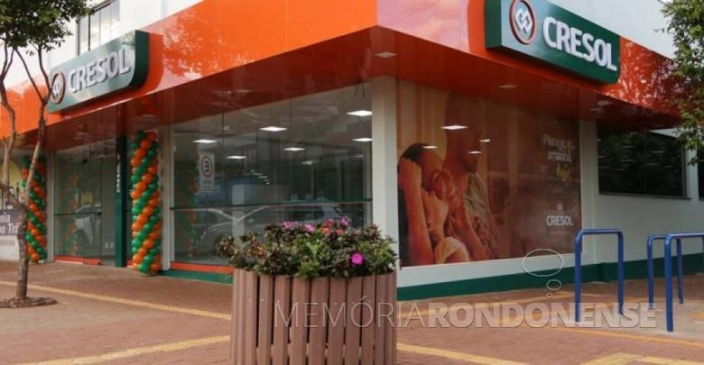 Nova agência da Cresol em Marechal Cândido Rondon, na esquina da Avenida Rio Grande do Sul e  Rua D. João VI, em parte do prédio da Kaefer Motos.  Imagem: Acervo Diário Paranaense - FOTO 12 -